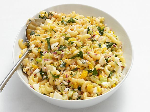 Салат с макаронами и яйцом