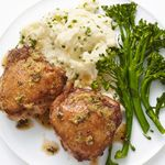 Куриные бедра в лимоном соусе с горчицей и картофельным пюре с луком резанцем