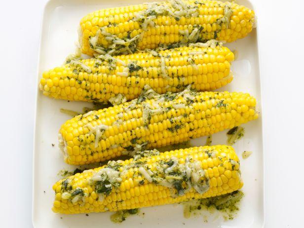 Фото Кукуруза в початках со сливочным маслом и базиликом