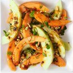 Острый салат с дыней
