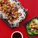 Стир-фрай с курицей, овощами, стеклянной лапшой и салатом-латуком