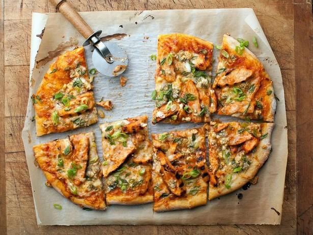 Пицца с курицей буффало