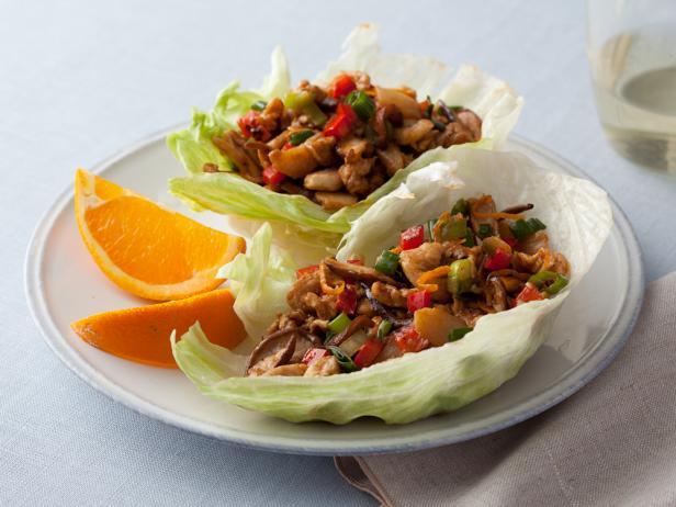 Фото Куриные грудки по-китайски на листьях салата