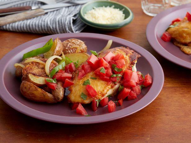 Фото Куриные грудки с пармезаном и печеным картофелем