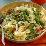 Салат с макаронами и спаржей