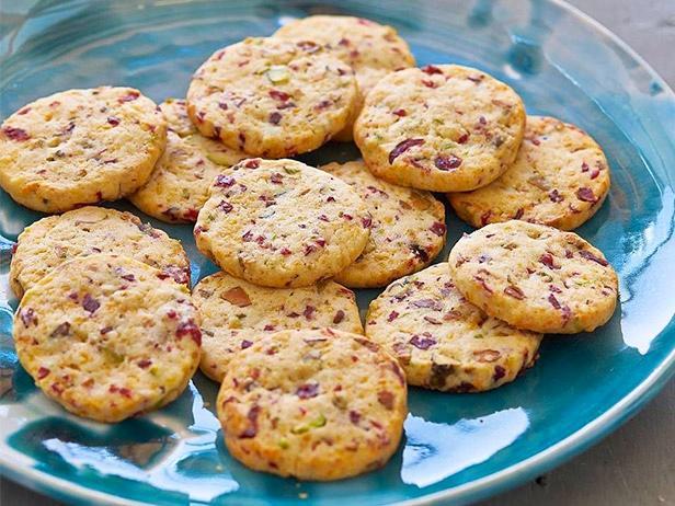 Печенье с сыром, клюквой и фисташками