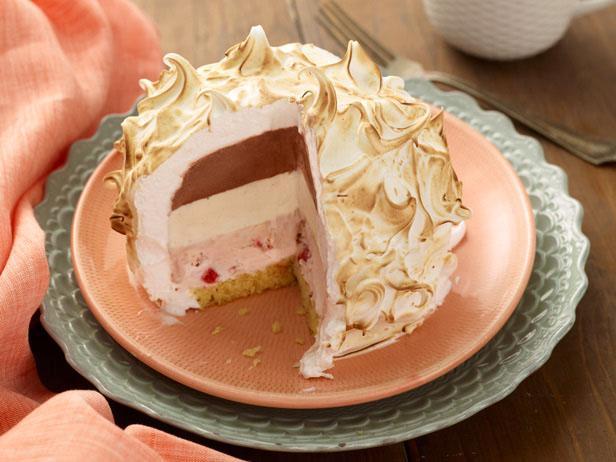 Торт-мороженое с безе «Запеченная Аляска»