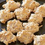 Печенье макаруны с жареной кокосовой стружкой
