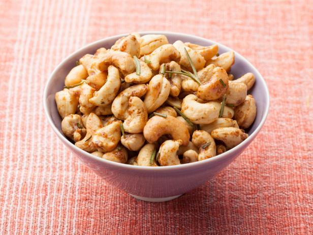 Жаренные орехи кешью с розмарином