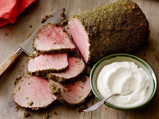 Фото Ростбиф с горчично-травяной корочкой и сметаной с хреном