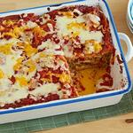 Запеканка из говядины с сыром и соусом энчилада