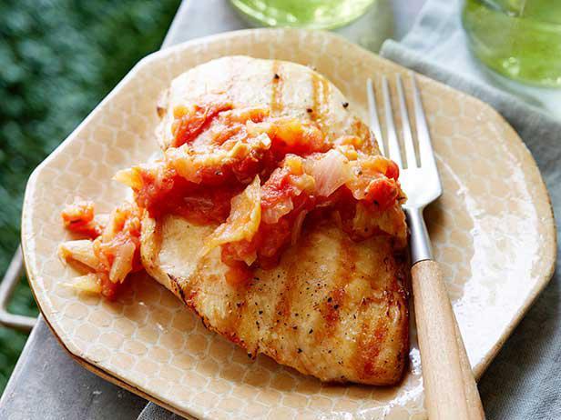 Куриные грудки-гриль с томатным дип-соусом