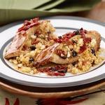 Куриные грудки, фаршированные кускусом, сыром фета, вялеными томатами и оливками