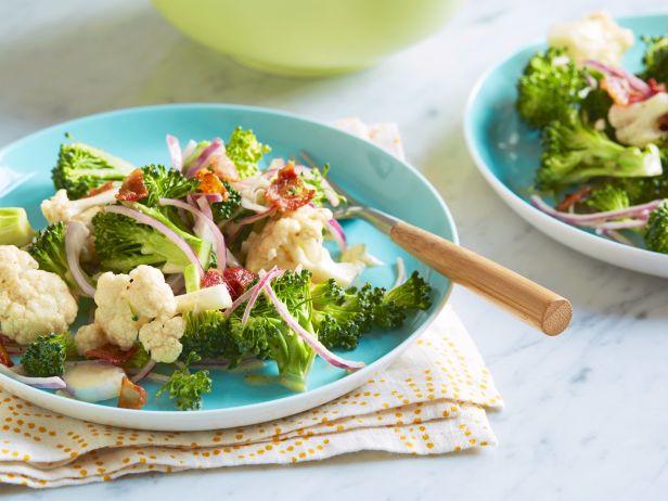 Фото Салат из брокколи и цветной капусты