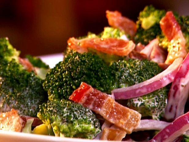 Салат из брокколи с беконом и сыром