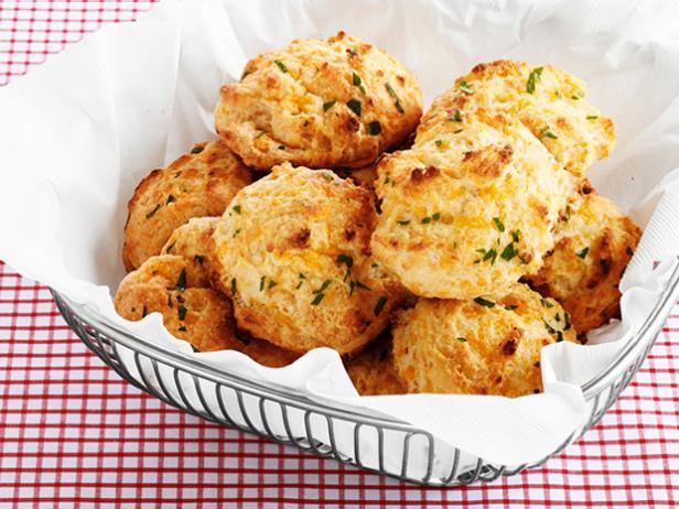 Сырное печенье с чесночным маслом