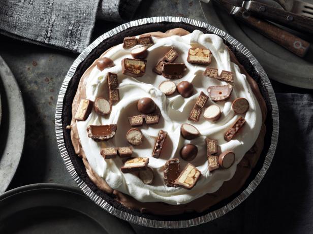 Пирог с шоколадными конфетами