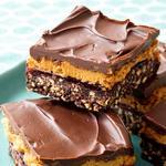 Шоколадные пирожные с арахисовым маслом и джемом