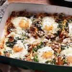 Запеченные яйца в духовке с грибами и шпинатом