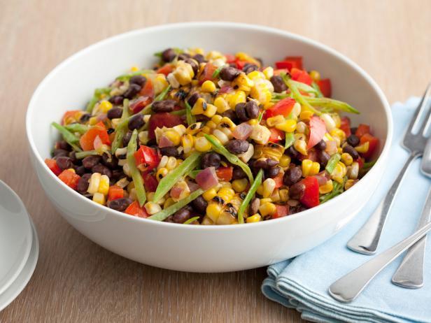 Салат с черной фасолью и кукурузой