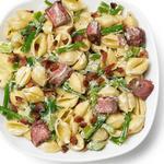 Мясной салат с макаронами, болгарским перцем и стручковой фасолью