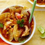 Тортилья-суп с курицей и кукурузой