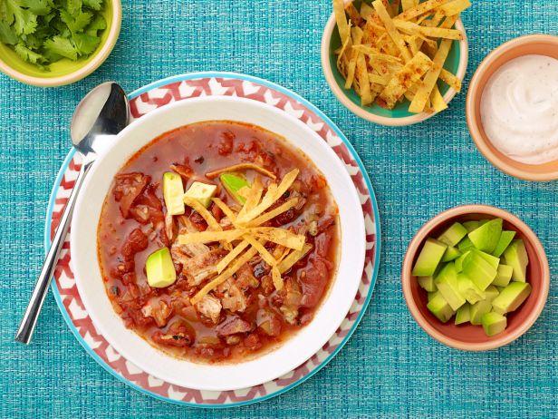 Тортилья-суп из запеченной курицы с соусом с текилой