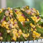 Салат из спаржи и кукурузы