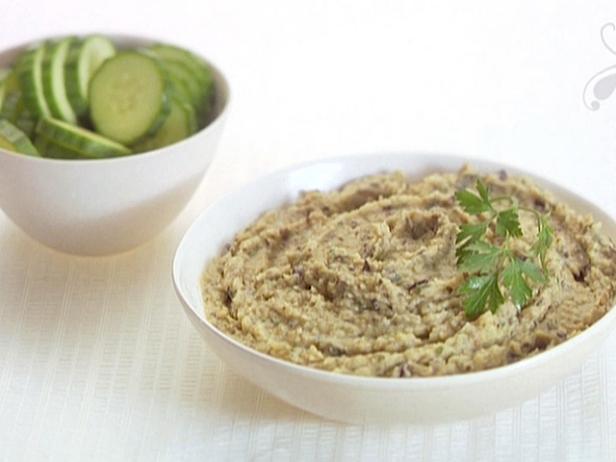 Хумус из белой фасоли и запеченных баклажанов