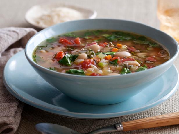 Тосканский овощной суп с фасолью и шпинатом