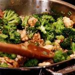 Стир-фрай из курицы и брокколи со сладким соусом