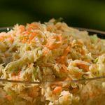 Остро-сладкий салат из капусты