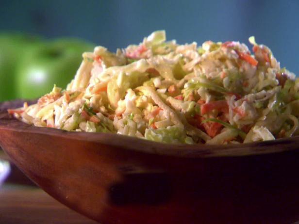 Фото Капустный салат с яблоком и изюмом