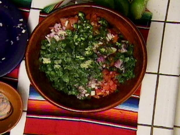 Соус сальса с томатами и перцем халапеньо
