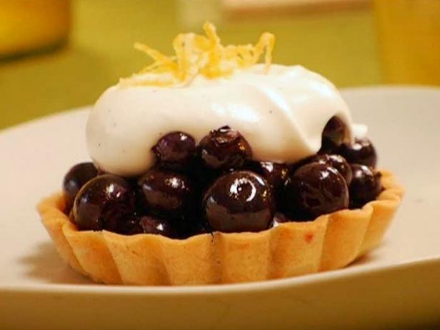 Черничный пирог с кремом шантильи