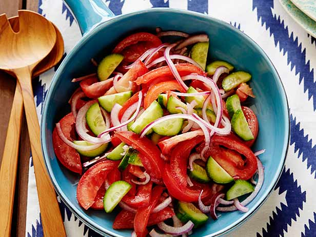 Фото Салат из томатов, лука и огурцов