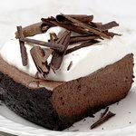 Шоколадный пирог с взбитыми сливками