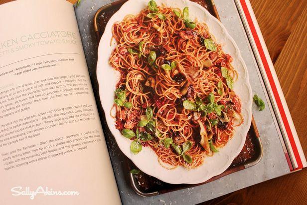 Курица по-охотничьи со спагетти и грибами
