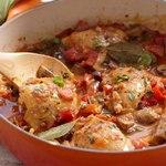 Курица по-охотничьи в соусе с овощами