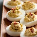 Яйца, фаршированные душистым перцем