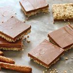 Пирожные с шоколадом, арахисом и соломкой без выпечки