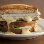Горячий сэндвич с индейкой и сыром бри