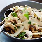 Салат со свежими грибами и петрушкой