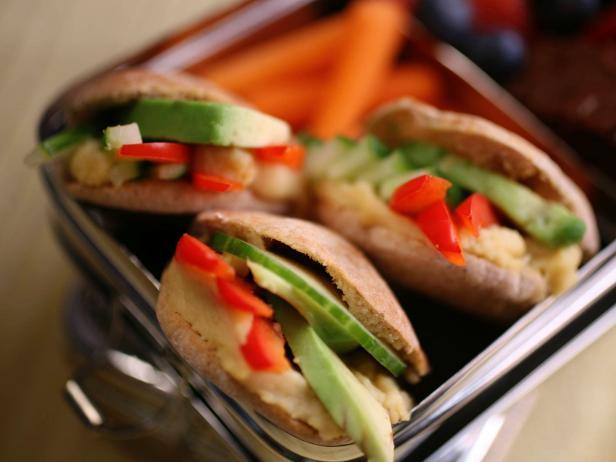 Фото Мини-бутерброды с начинкой из фасоли в школу