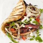 Гирос с запеченной на гриле говядиной и кресс-салатом