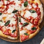 Пицца с салями и острым перцем