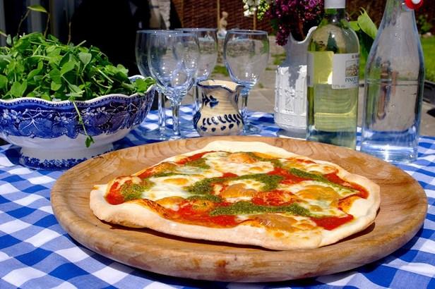 Фото Дрожжевое тесто для пиццы на вине
