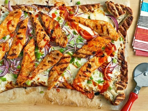Пицца с курицей баффало