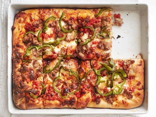 Фото Пицца по-сицилийски с колбасой и перцем