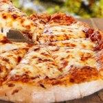 Пицца с вялеными помидорами и четырьмя сырами